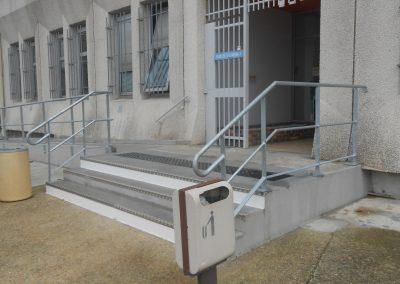 Garde-corps galvanisé sur escalier béton